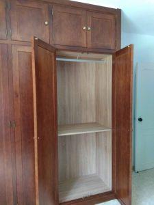 Armario de puertas abatibles diseño clásico
