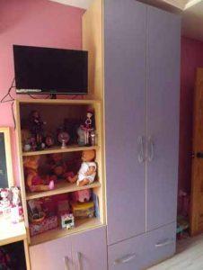 Armario de puertas abatibles para habitación juvenil en Sevilla