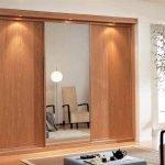 Armario de puertas correderas en madera y cristal