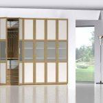 Armario de puertas abatibles de diseño con vitrina