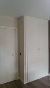 Armario de puertas abatibles en Sevilla