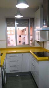 Encimera en amarillo gea