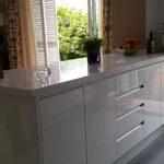 Mobiliario de cocina con tiradores uñeros